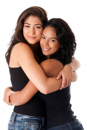 best-friends-hugging-women