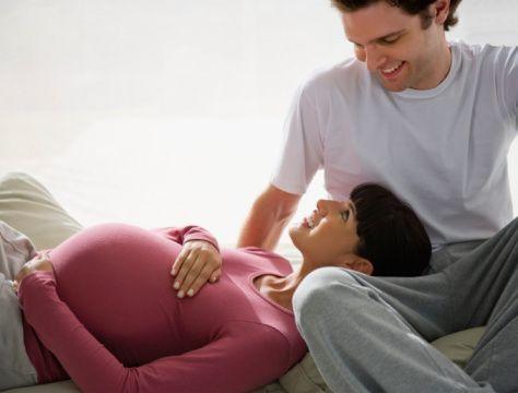 pareja embarazada1